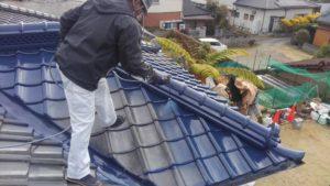 南大隅町内のお客様宅を塗り替え工事の作業の様子