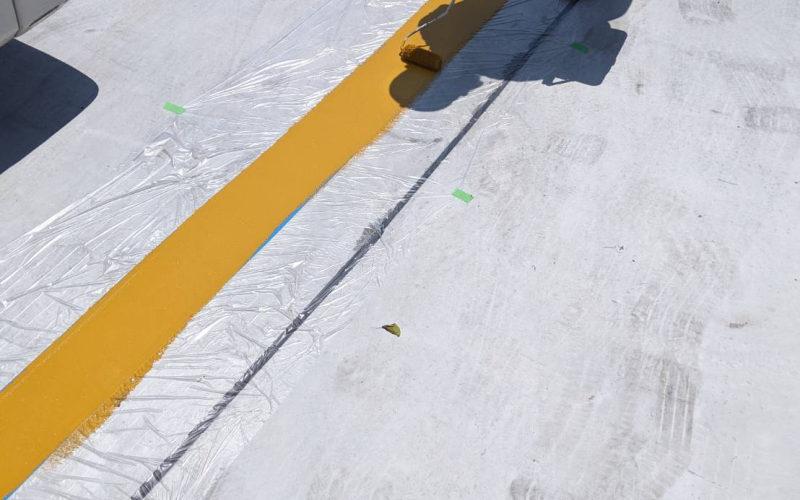 鹿屋市の個人宅の駐車場のライン引きの作業の様子